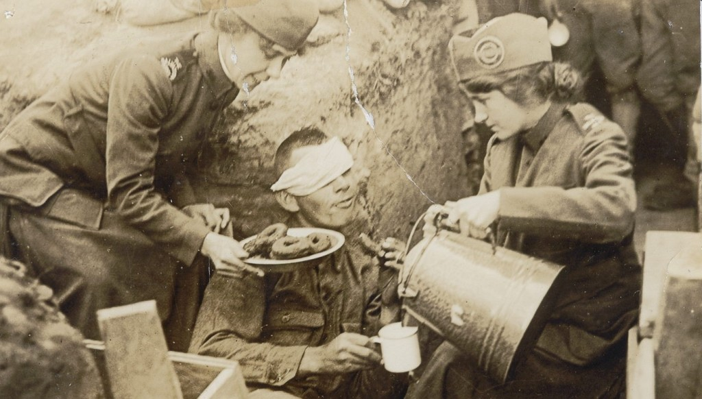 ww-1-wounded-soldier-and-doughnut-girls2