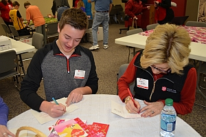 Volunteers write special Valentine's Day messages to soldiers